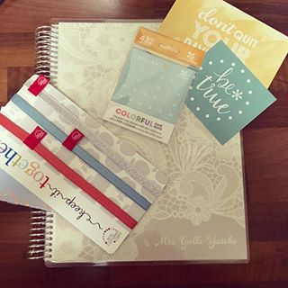 My @erincondren #teacherplanner has arrived and I am a happy lady! SO MANY FREEBIES. And it's so pretty. I'll be working on this today. 😍✏️📚📒 #erincondren #planner #lifestyleblogger